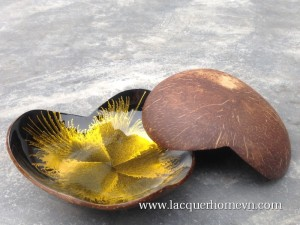 HT5758.2 Vietnam lacquered coconut bowls with firework