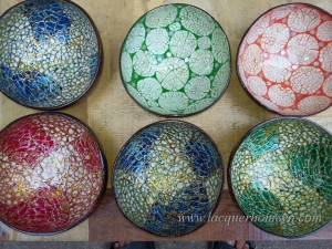 HT5774 Vietnam lacquered coconut bowl with eggshell inlaid