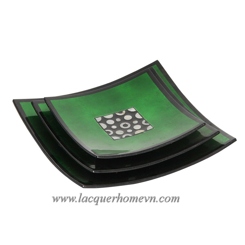 Placemats and dish